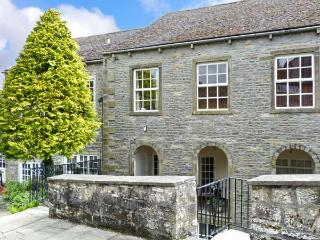 RIVERSIDE WALK, three-storey apartment, with three bedrooms, 55' 3D TV, pool table, walks close by, in Airton, Ref 13582