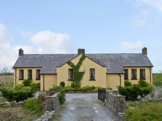 CASHEL SCHOOLHOUSE, unusual, welcoming cottage, en-suites, garden, Ref 15900, Swinford
