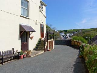 GLEN RISE second floor apartment, close to beach, woodburner in Little Haven, Ref 15926