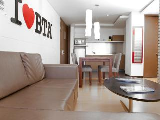 Sleek, Modern 2 Bedroom Apartment Near Parque 93, Bogota