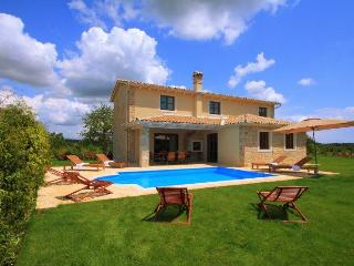 Villa Terca, holiday house with pool and sauna, Barban