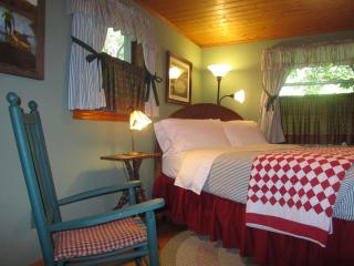 2 BR Guest House at Colonial Pines Inn B&B, Highlands