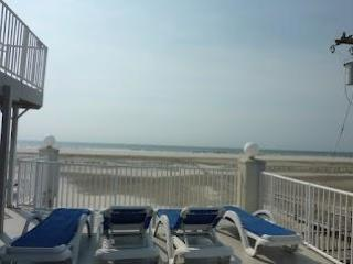 Beach Block Wildwood Crest with Pool 2br/2bath