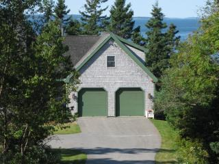 Idyllic 1 BR Oceanfront Apt, close to Bar Harbor, Bass Harbor