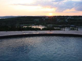 Luxury Lakeview Home. Private pool, heated floors!, Branson