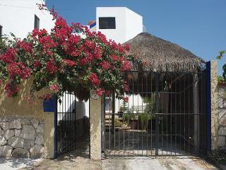 Beautiful, well appointed 3 story home w lots of space and ocean view.  Pool., Puerto Morelos