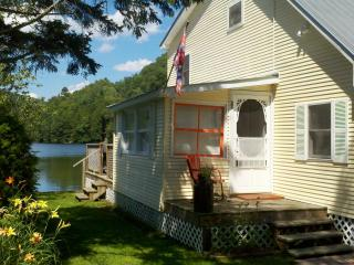 Lakeside Cottage 3 BR Great for Kids & Fishing, Cambridge