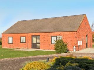 COPPER COTTAGE, detached bungalow, wheelchair accessible, three bedrooms, dog friendly, in Riccall,Ref 14226