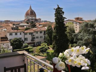 Sleek 2 Bedroom Apartment with Magnificent Duomo Views, Florence