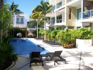 Oasis 12 Luxury Boutique 2BR 2BA Condo Downtown, Playa del Carmen