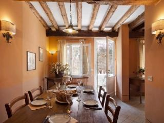 A beautiful and spacious two-storey house with a private garden, Venice