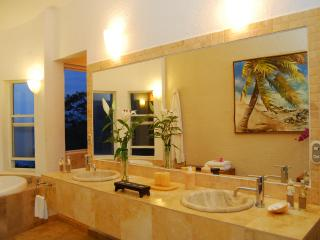 Private 3-5 BED Villa with Pool and Ocean Views, Ixtapa/Zihuatanejo