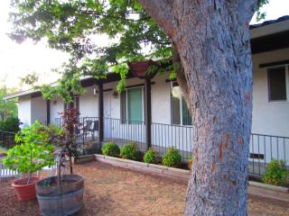 Two bed/2 bath guest house in beautiful Sacramento