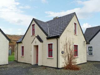 72 CLIFDEN GLEN, family friendly, country holiday cottage, with tennis in Clifden, County Galway, Ref 14176