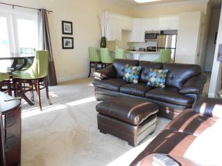 Quiet, Luxurious Townhome with Water View Near Sug, Panama City Beach