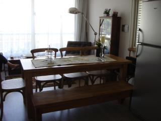 Luxury 3 rooms Prime location w/ private parking!!, Tel Aviv