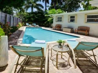Palm on 5th Ave: Private Pool with Gourmet Kitchen, Wilton Manors