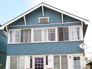 Bright & Charming 1BR Venice Beach Apartment - Free Bikes to Use During Your Stay! - Prime Location, Los Angeles