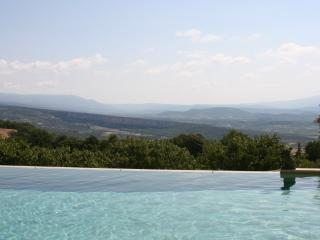 5 BR villa in heart of Provence with Pool & Tennis, Gordes