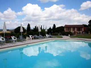 Apartment on the Tuscan hills with swimming pool, Castelfiorentino