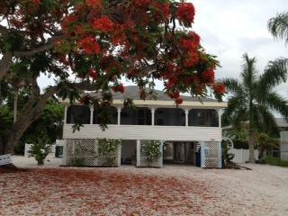 THE PARADISE COTTAGE-  Still AVAIL. for Christmas!, Fort Myers Beach