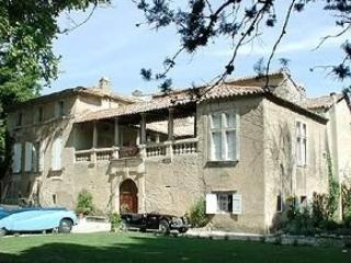 Beau Chateau Chateau to rent in Provence, Saint-Laurent-des-Arbres