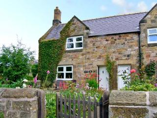 MILLER'S RETREAT, close to village pub, heart of village, garden, dogs welcome, in Lesbury, Ref 7705, Alnmouth