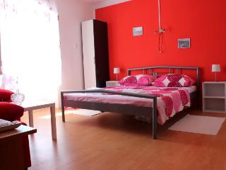 Center of the old town studio apartment, Trogir
