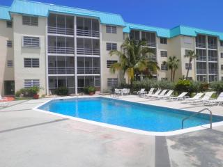 Luxury  Canalfront 1 BR Condo in Freeport/Lucaya