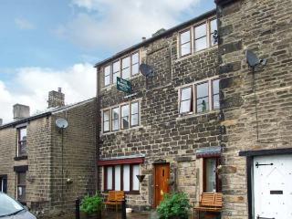 13A KINDER ROAD, cosy studio apartment, romantic retreat, close walking, lovely shared garden in Hayfield, Ref 17075
