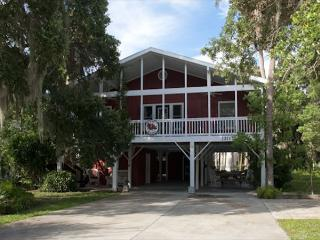 The Roost  - Easy Beach Access, Dreamy Bed Arrangements, Isola Edisto