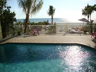BEACHSIDE BUNGALOW 1BR 'Lobster Shack' Heated Pool, Indian Shores