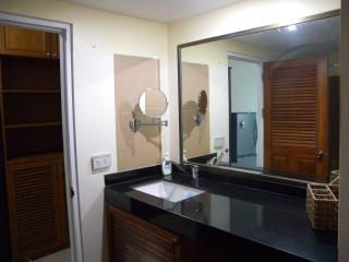 Great apartment, newly renovated, super location, Chiang Mai
