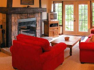 Right on the Hill great Family or Romantic Getaway, Mont Tremblant