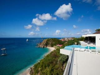 Luxury 5 bedroom Lurin villa. Great views of the island, ocean and sunset!