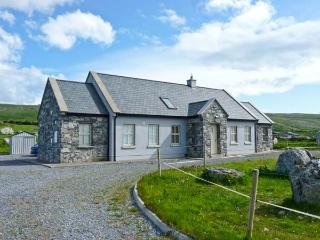 Cúnna Bán, detached cottage, sea views, rear patio, pet friendly, in Fanore, Ref 14941