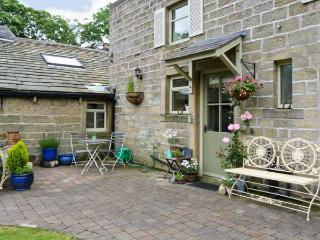 OAKLANDS COTTAGE all ground floor, romantic retreat, woodburning stove in Colne Ref 17593