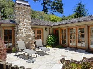 Luxurious, 3 Fireplaces, Plush Beds, Walk to Town! - Pacific Grove vacation rentals