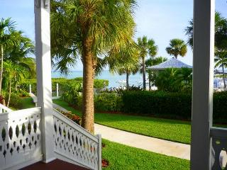 Oceanfront views, all the amenities & boat dockage - Islamorada vacation rentals