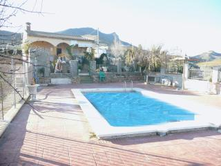 Villa for 6 with private pool, bbq and lake views, Ardales