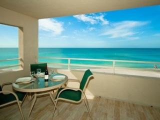 Coquina Beach Club 205, Holmes Beach