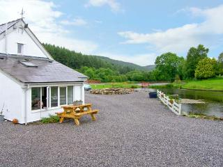 HARRISON'S COTTAGE, near to fishing, walks and the historic town of Ruthin, with a garden in Llandegla, Ref 16080