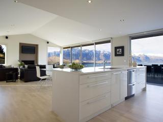 3 Bedroom House with Spectacular Views, Queenstown