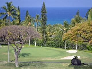 Beautiful 2 bedroom 2 bath with loft and ocean view on the 18th fairway #322, Kailua-Kona