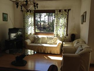 Charming Cottage Inside Camp John Hay. $200/night, Baguio