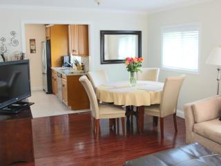 Charming and immaculate 3 br duplex!, Greenwich