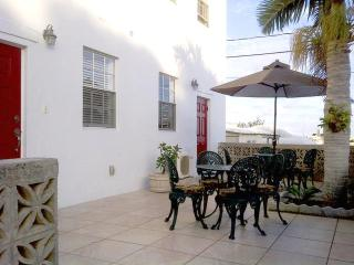 Stunning 1 Bedroom Apartment in Pembroke Bermuda, Hamilton