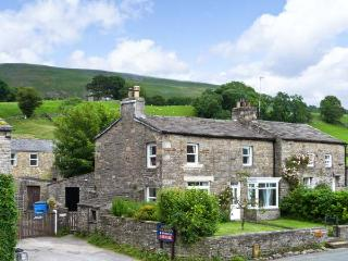 THE HOMESTEAD, cosy cottage, two open fires, paddock, close to walking in Hardraw, Hawes Ref 15222