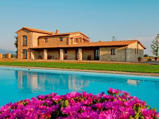 Large Countryside Farmhouse in Tuscany - Casa Gialla - Paris vacation rentals