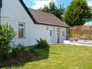 THE BEECH TREE, near beaches, off road parking, with a garden, in Mitchell, Ref 18110
